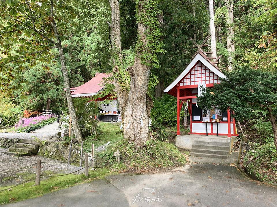 田澤湖御座石神社