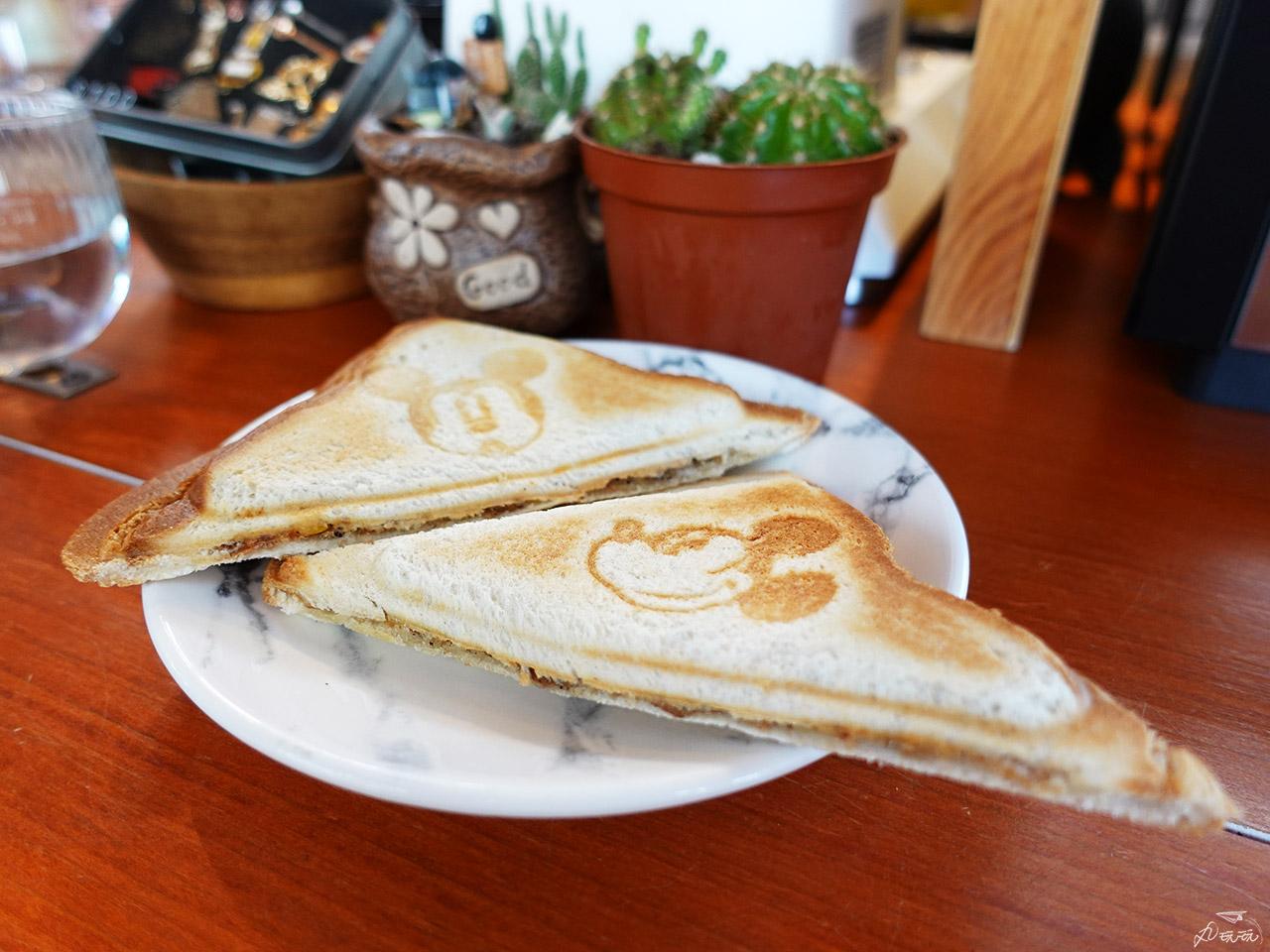 Wings Coffee bar 吐司